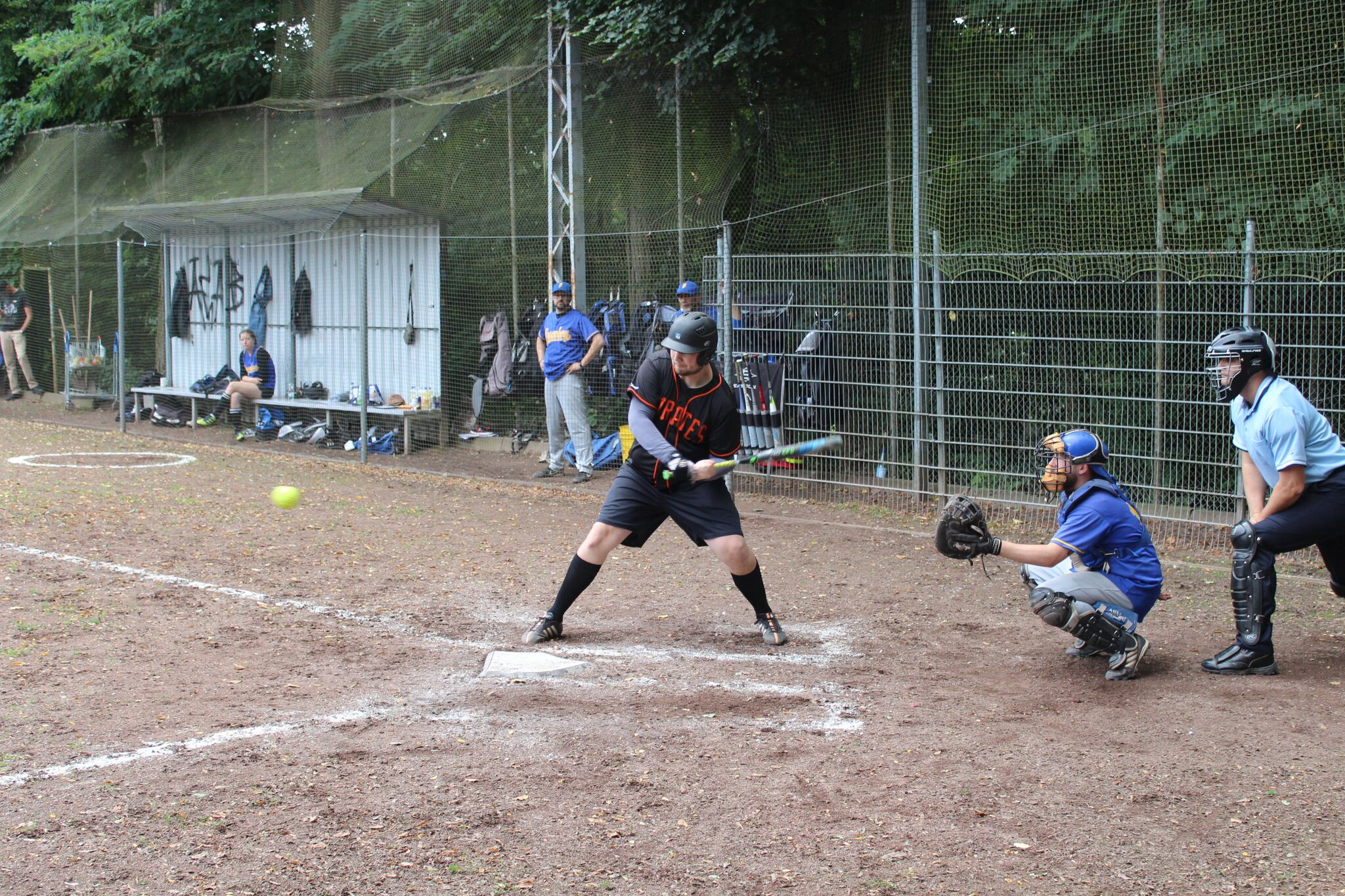 "Jan ""Willi"" Willems mit vorbildlichem Swing... ein Babe Ruth Style ""Inside the Park Homerun"""