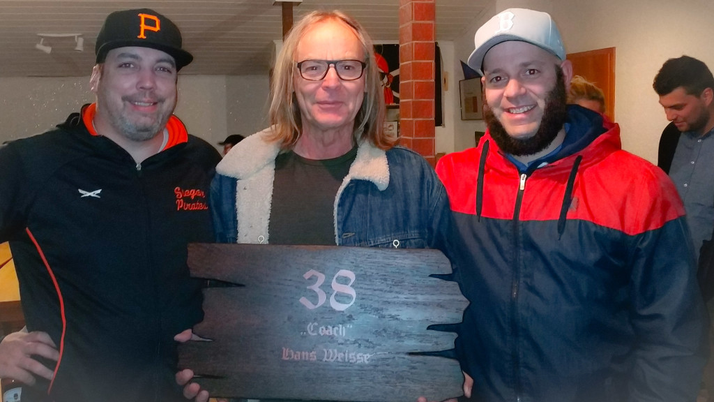 """Das gab es noch nie in 29 Jahren Vereinsgeschichte: Hans Weisse´s Trikotnummer 38 ist """"retired"""""""